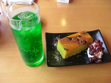 091031珈琲浪漫・メロンソーダ&かぼちゃの焼きケーキ.JPG